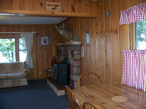 Oak ridge resort cabins rentals and vacation homes for Accentric salon oakridge